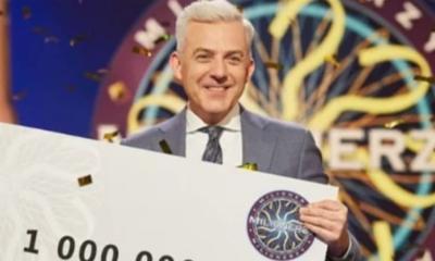 Hubert Urbański z czekiem na milion złotych