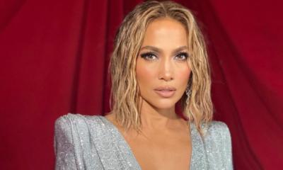 J.Lo w stroju