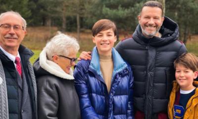 Radosław Majdan w towarzystwie synów żony i jej rodziców