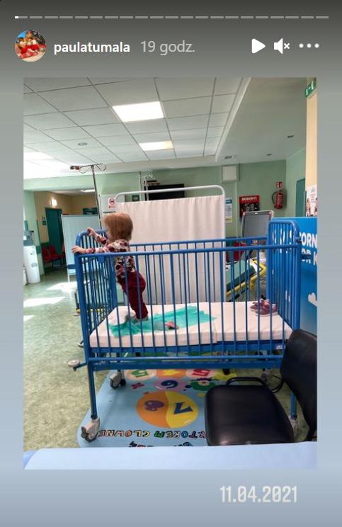 Córka Pauli Tumali w szpitalnym lóżeczku.