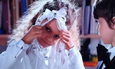 Zosia z serialu Rodzinka.pl w komunijnej sukience.