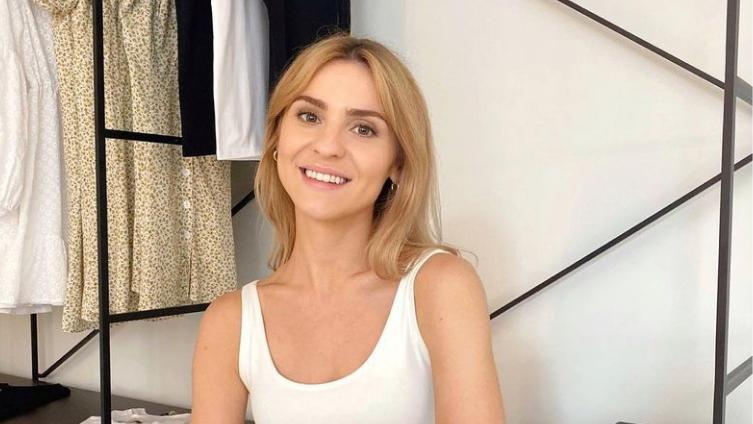 Kasia Tusk i jej nowe klapki od marki Hollie