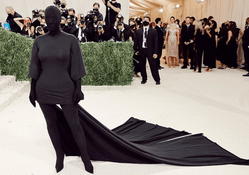 Stylizacja Kim Kardashian.